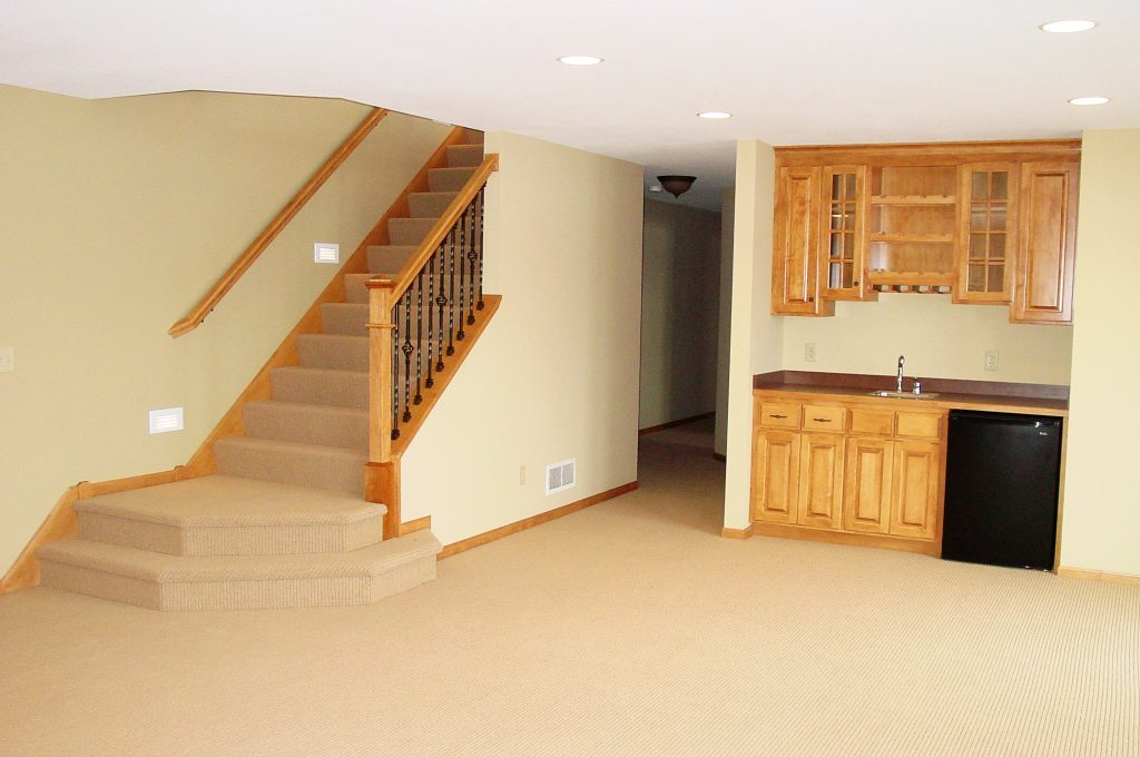 Lower level family room with wet bar