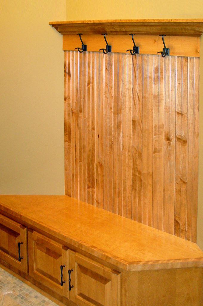 Built-in entry bench with hooks and storage