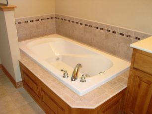 Soaking tub with tile surround
