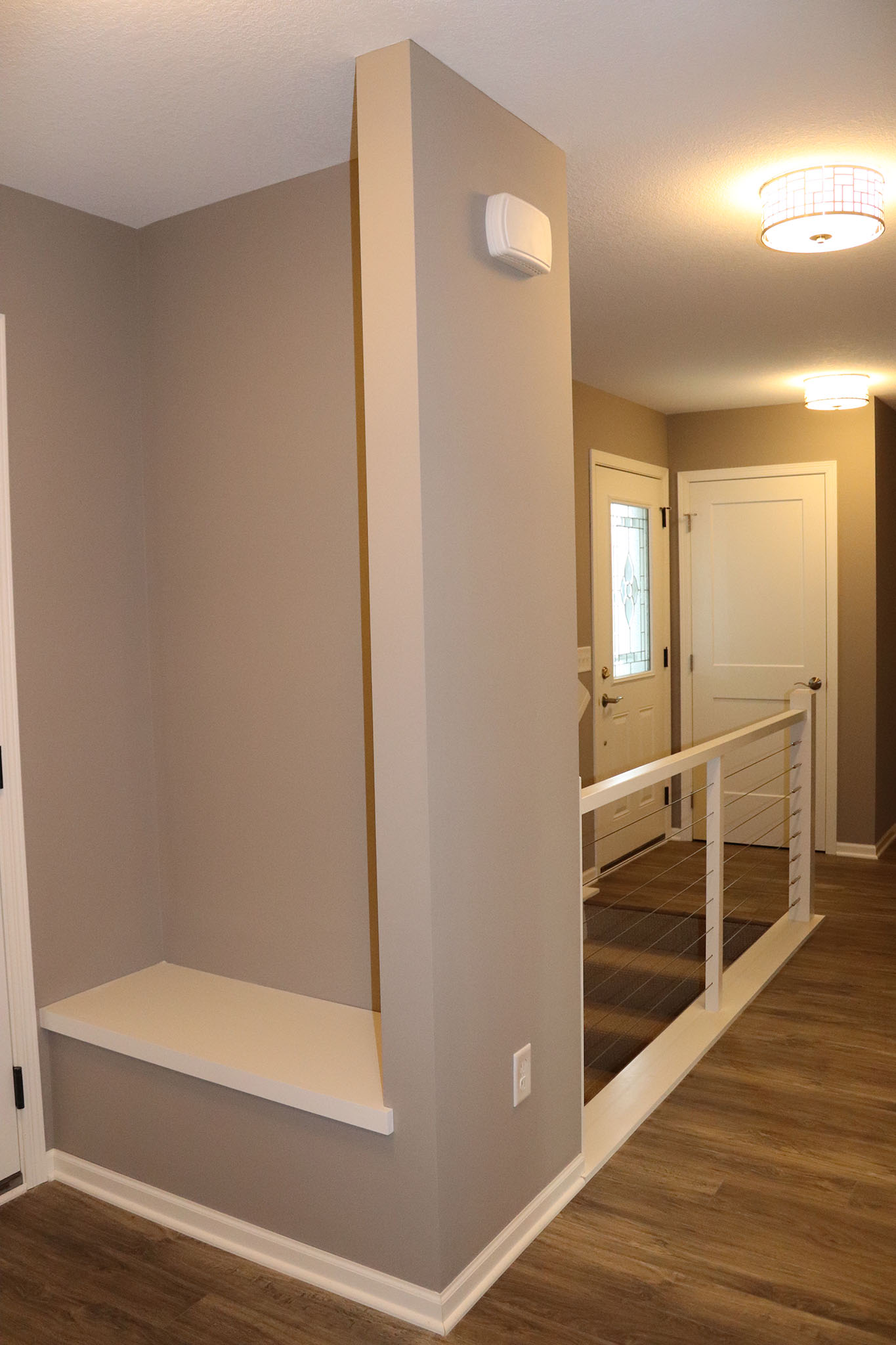 Twin home entry with bench and cable rail