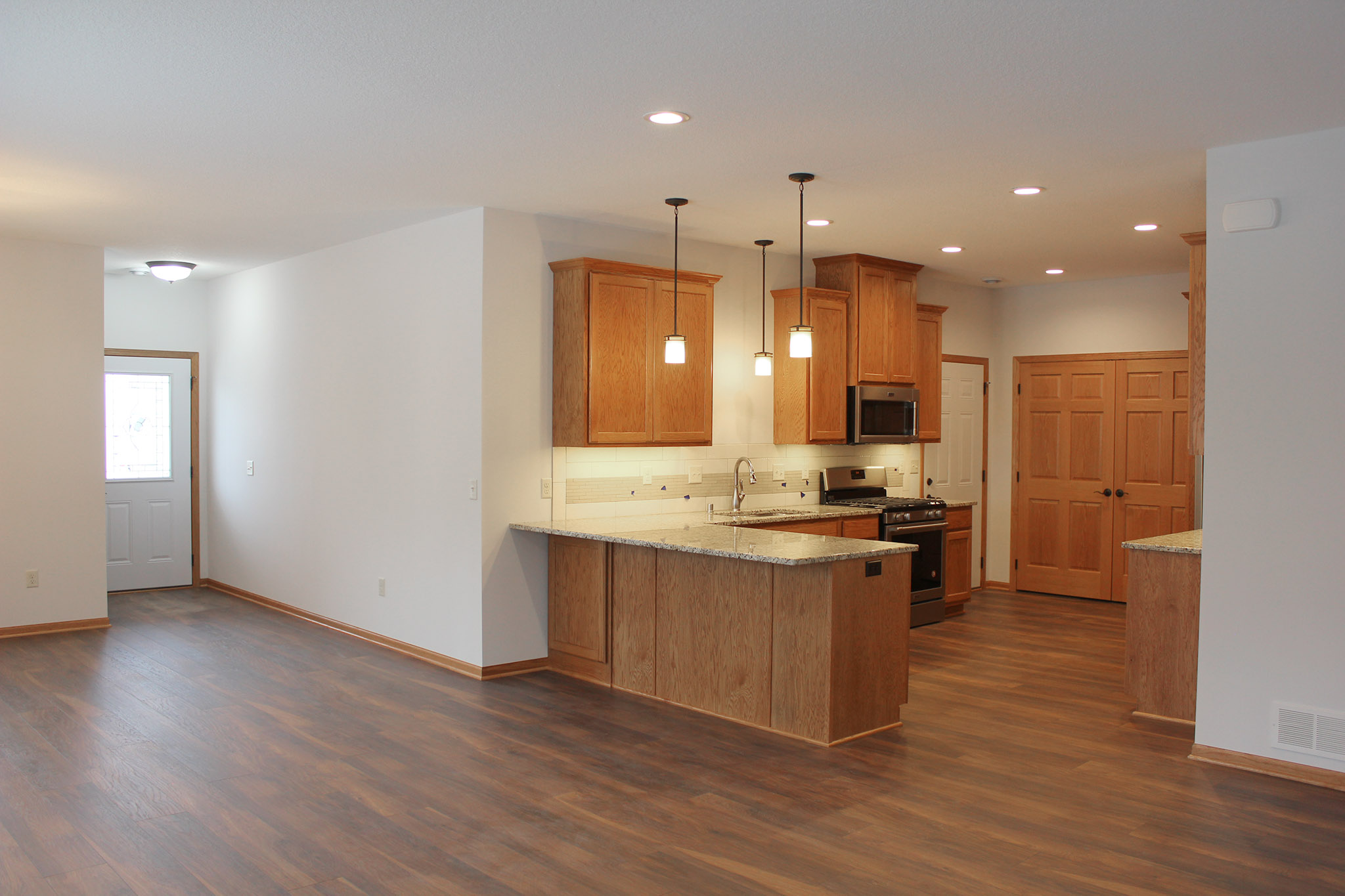 One level townhome with open floorplan with kitchen, dining room and entry