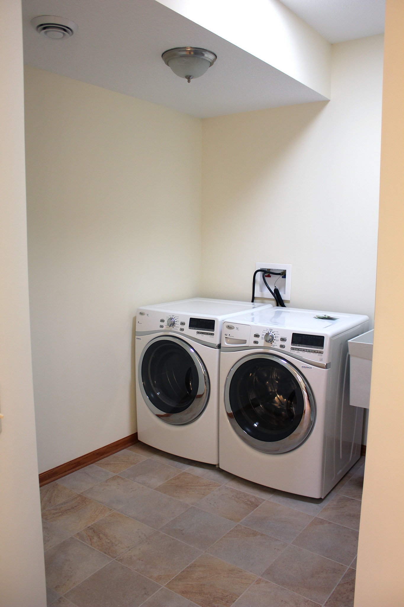 Laundry room with tub
