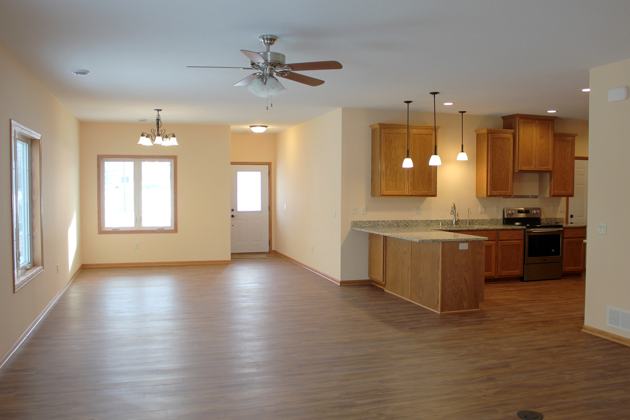 Twin home open floor plan with kitchen peninsula