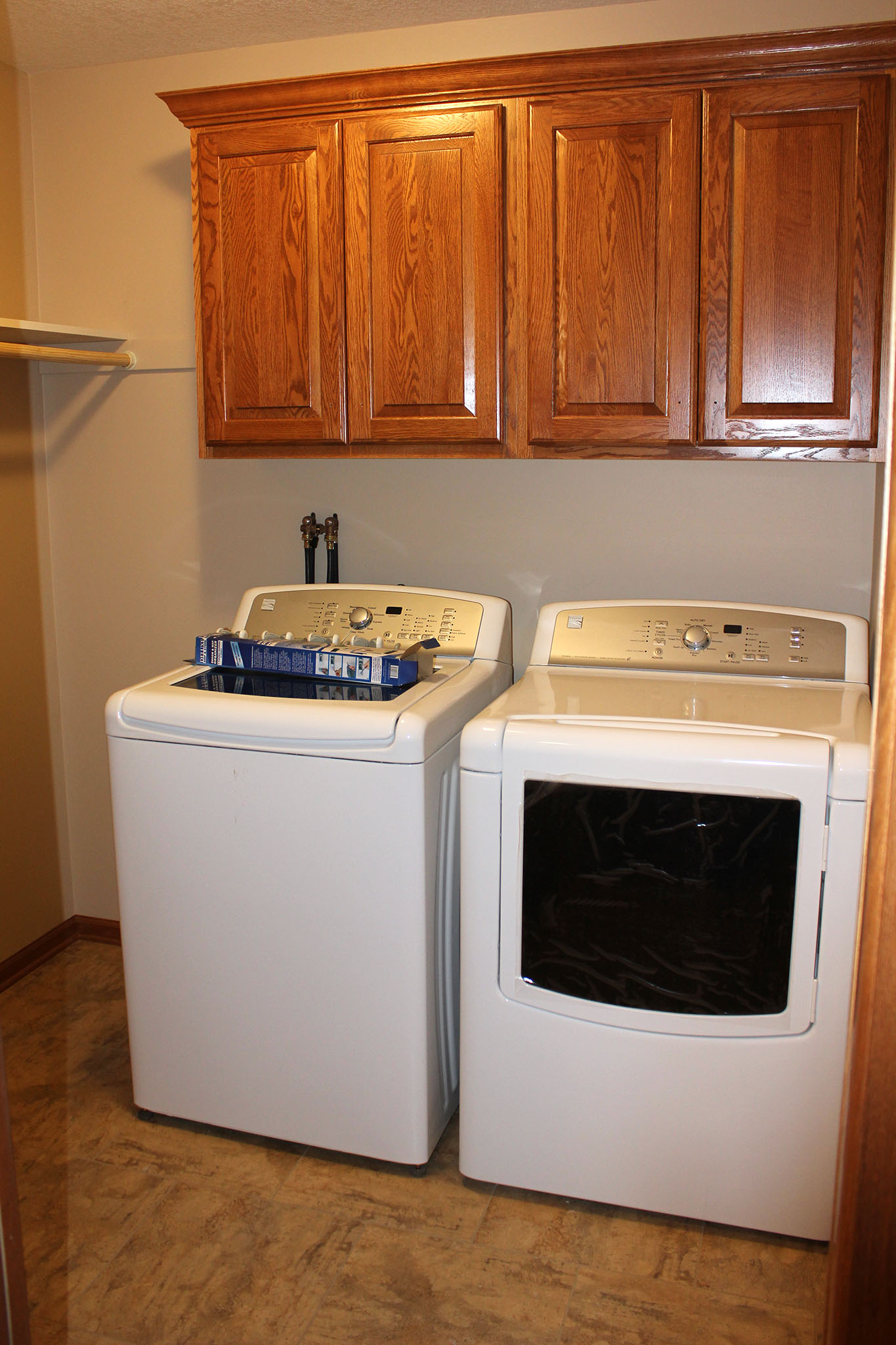 Twin home laundry room with cabinets